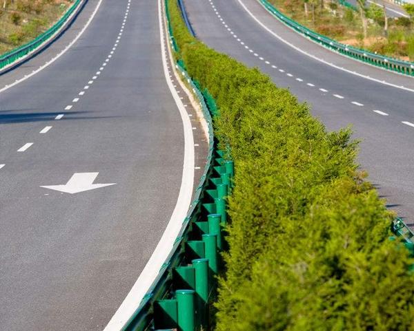 高速护栏板施工安装
