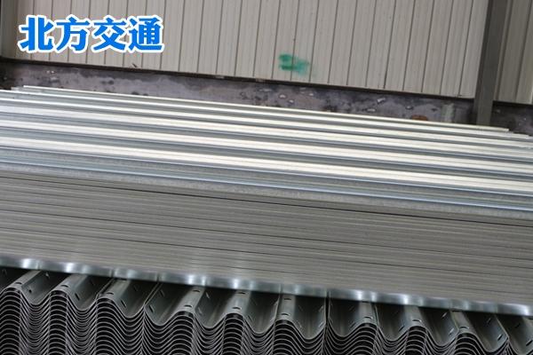 新疆高速护栏板厂家